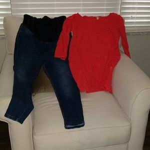 Maternity outfit jeggings and blouse
